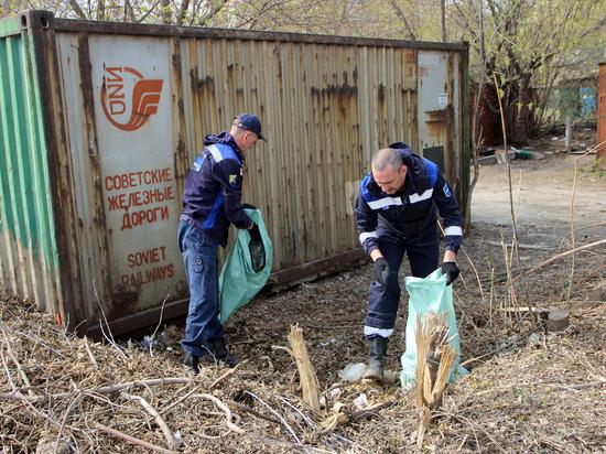 Свалку у гаражей в Железнодорожном районе вывозили 6 КамАЗов
