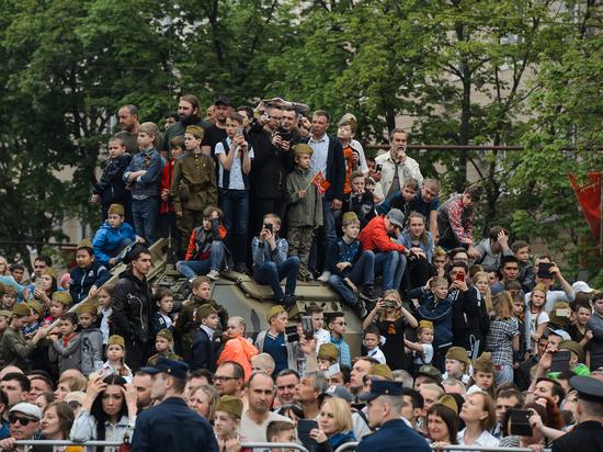 Около 20 тысяч человек посетили парад Победы в Воронеже