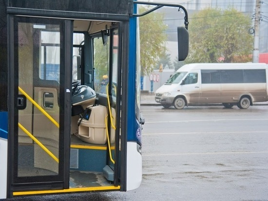 Рейсовый автобус загорелся в Волгограде