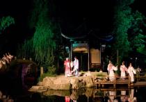 Чеховский фестиваль открылся на воде