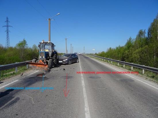 Легковушка протаранила трактор под Каргополем