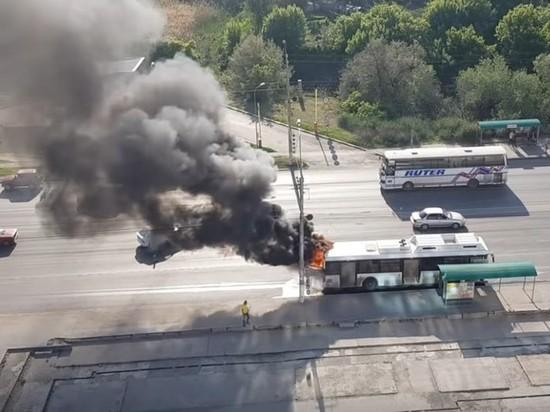 В Волгограде сгорел рейсовый автобус на маршруте