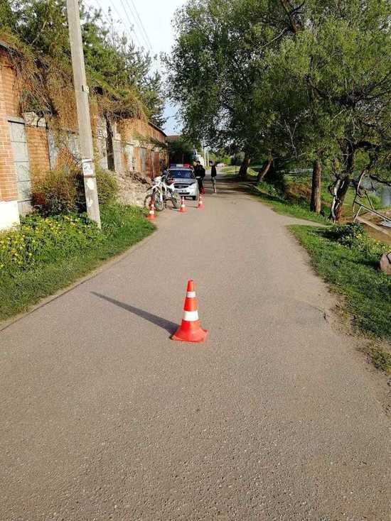 Мальчика, гулявшего с родителями в Тверской области, сбил мотоциклист