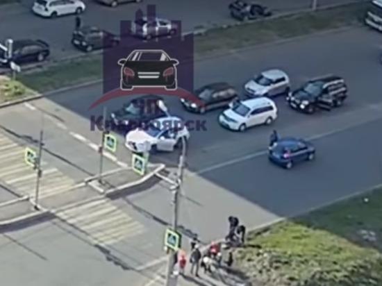 В Покровке женщина сбила двух детей на пешеходном переходе