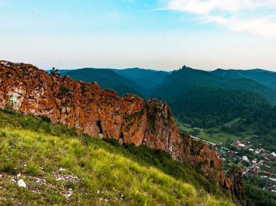 На Торгашинском хребте велосипедист сорвался со скалы