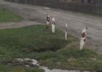 Водопровод прорвало у дома главы района, но чиновники заверяют - проблем с подачей воды в Тюменцево нет
