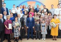 Глава ЯНАО наградил победителей конкурса «Семья Ямала»