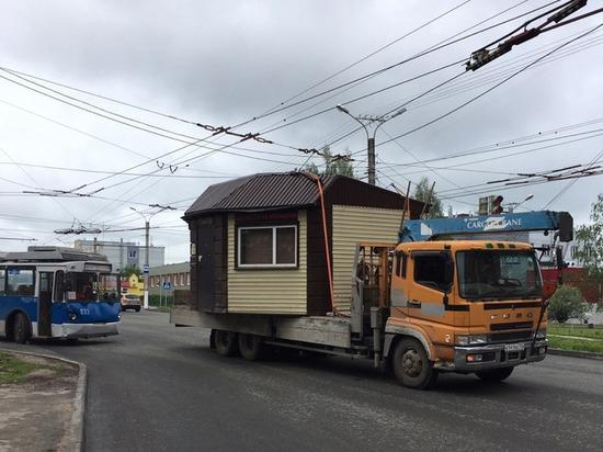 На улице Энтузиастов в Чебоксарах грузовик повредил троллейбусные провода