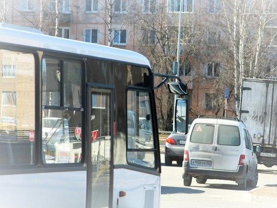 В Петрозаводске пенсионерка получила травмы в маршрутке из-за невнимательного водителя