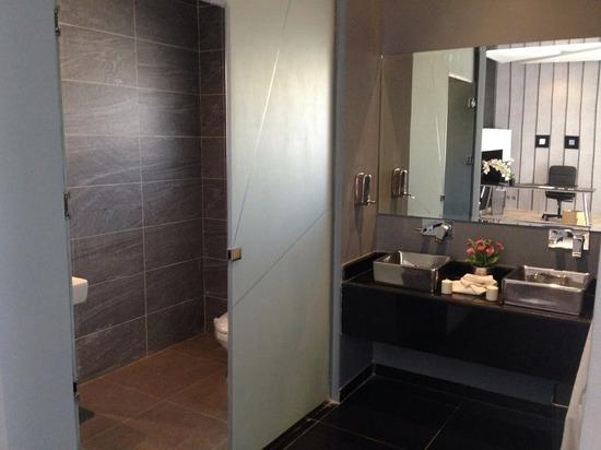 В Москве жестоко избили засидевшихся в туалете сотрудников спецслужб России