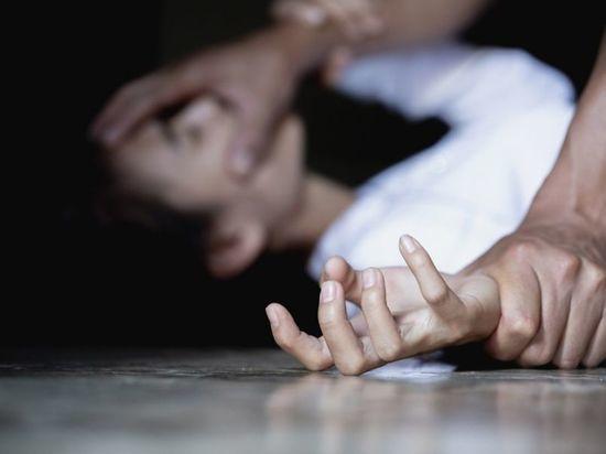 В Чувашии мужчина избил и изнасиловал подругу знакомого