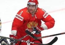 Опубликовано видео того, как Овечкин спасает голову Дадонова от шайбы