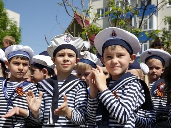 В Ставрополе детсадовцы в военной форме прошли «Бессмертным полком»
