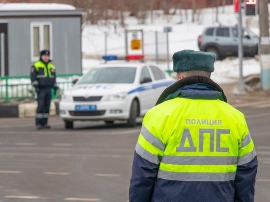 В Смоленске сотрудники ДПС у пассажира авто нашли наркотики