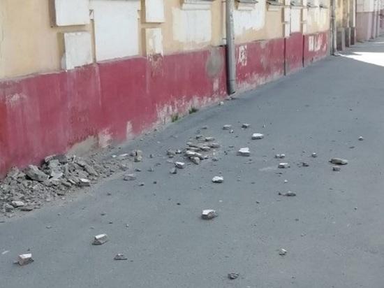 Здание МВД в Людиново угрожает жизни прохожим