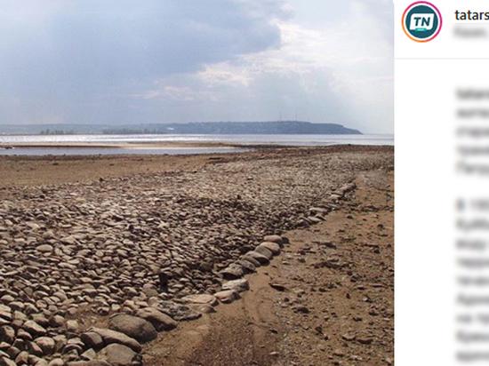 Обмелевшая Волга обнажила древнюю мостовую: местные жители ищут золото
