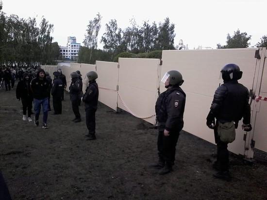 В Екатеринбурге суд арестовал восемь участников акции за сохранение сквера