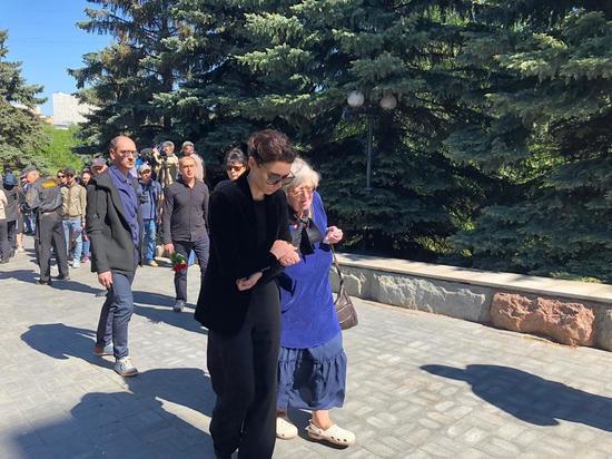 Две семьи Сергея Доренко встретились на его похоронах
