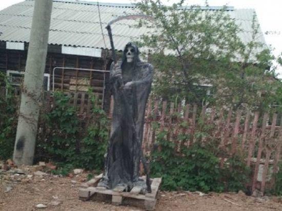 Жителей Башкирии испугала смерть с косой, замеченная на улицах Кумертау