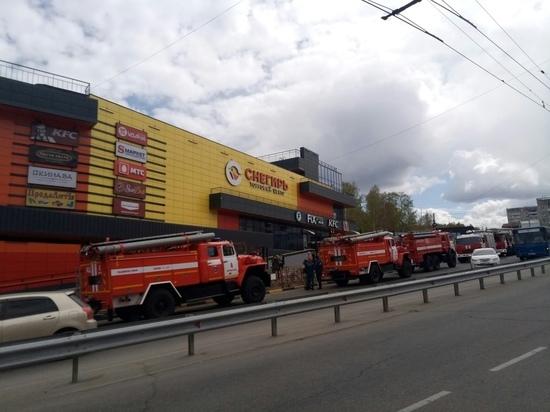 50 человек эвакуировали из ТЦ «Снегирь» в Иркутске из-за пожара