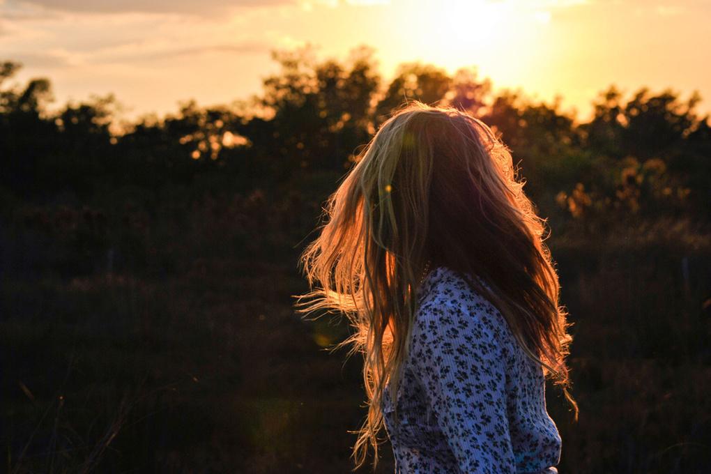 Открытка, картинки девушки спиной русые волосы красивые