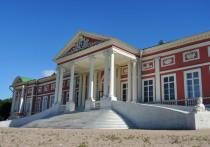 В музее-усадьбе Кусково рассказали, кто испортил скульптуры сидящих львов