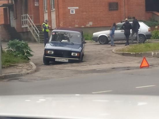 В Советске автомобиль угодил в провал
