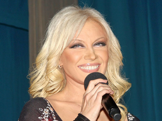 Брошенная в московской поликлинике девочка среагировала на песню Таисии Повалий