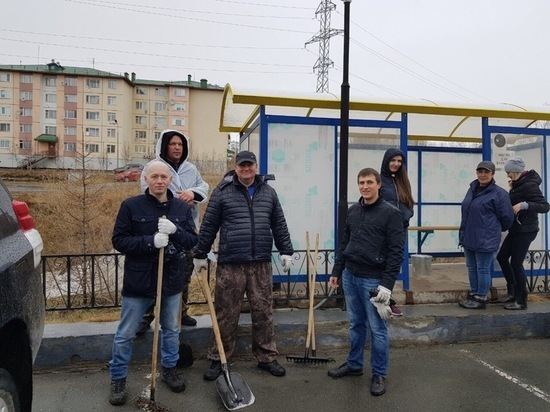 Коммунальщики Салехарда расчистили овраг от мусора