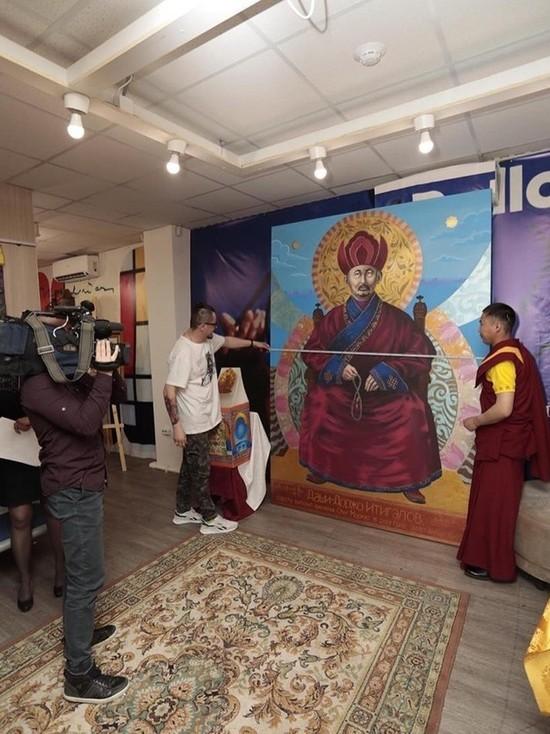 Самый большой портрет в мире: иркутский художник нарисовал бурятского ламу за 3 месяца