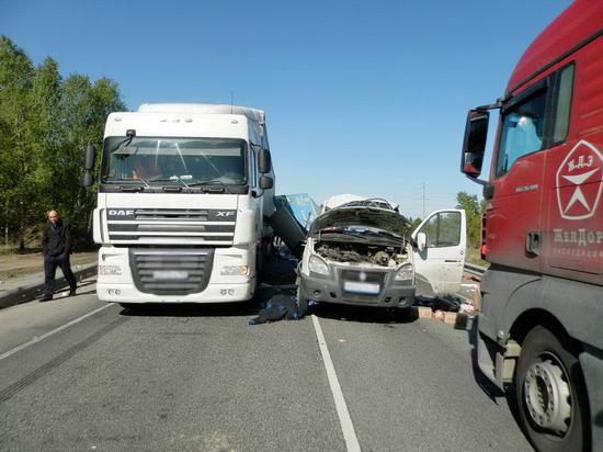 При столкновении двух грузовиков в Курганской области погиб человек