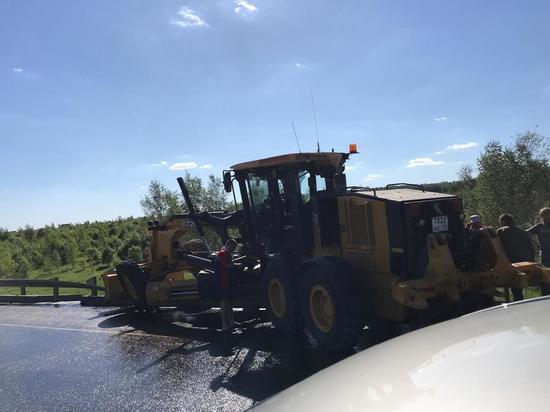 ДТП с грейдером парализовало трассу М2 в Тульской области