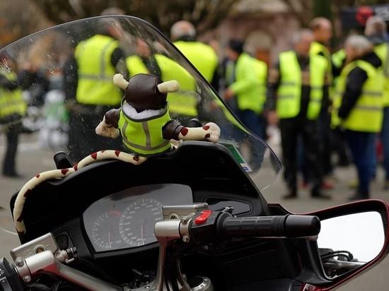 """""""Желтые жилеты"""" во Франции отмечают полгода протестов протестами"""