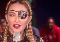 Мадонна показалась на «Евровидении» одноглазой и с косами