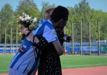Калужский футболист сделал предложение девушке во время матча
