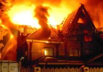 В Абакане загорелся двухэтажный дом из бруса