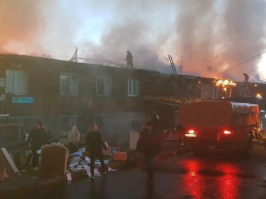 Из горящей двухэтажки в Эвенкии вывели 30 человек