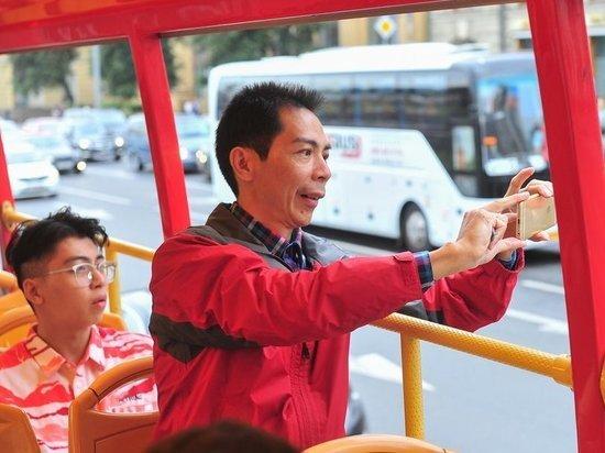 Москвичи обеспокоились засильем туристических автобусов в центре столицы