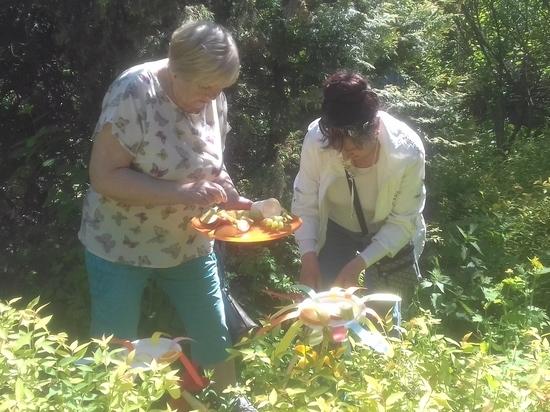 Москвички элегантного возраста угостят бабочек фруктами с сиропом