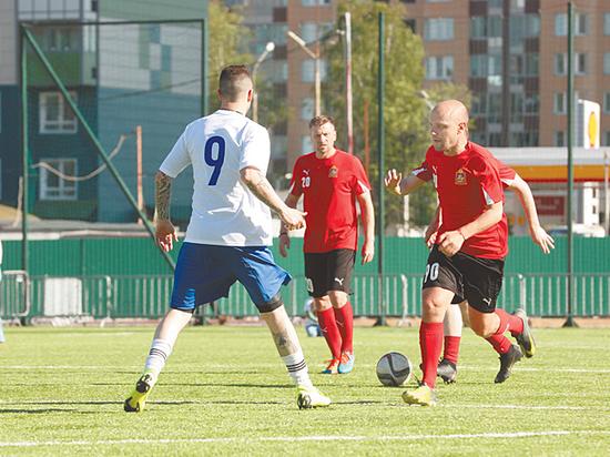 Друзья «МК» сыграли в футбол с правительством Московской области