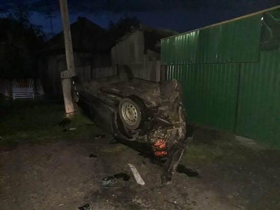 В Свердловской области пьяный водитель врезался в столб, уходя от погони