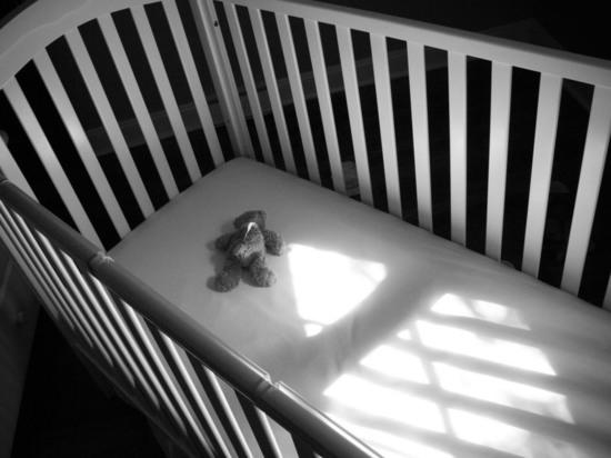 В больнице скончалась девочка, выпавшая из окна в Тверской области