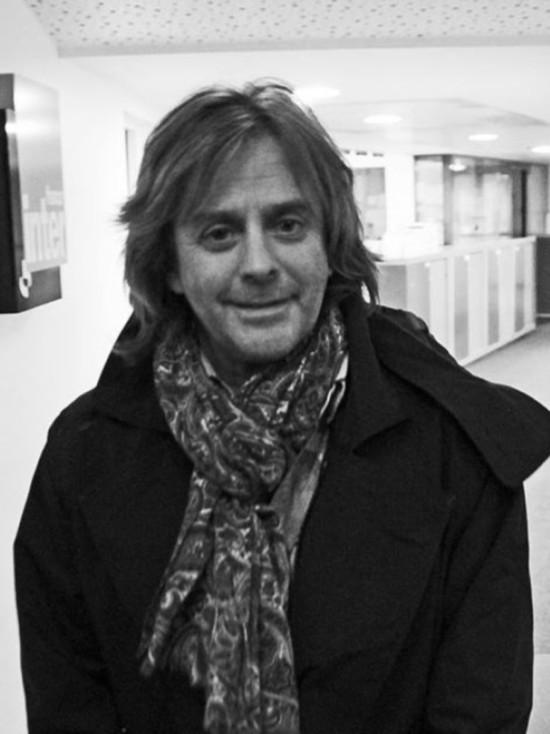 Во Франции скончался известный певец Нильда Фернандес