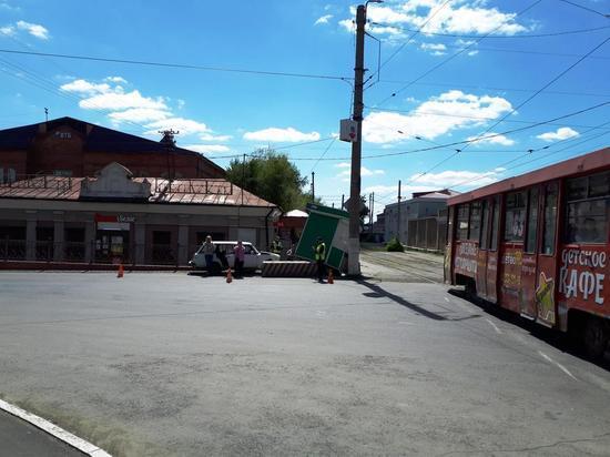 В Орске пожилой водитель въехал в киоск и погиб