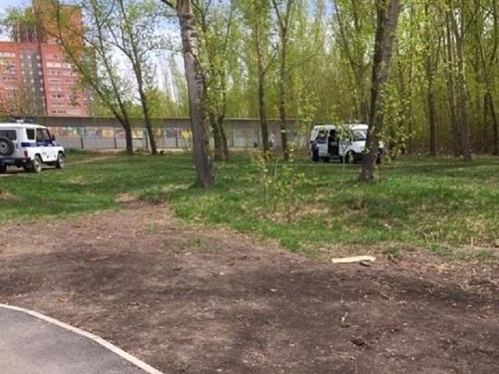 В сквере в Кировском районе нашли обгоревшее тело женщины
