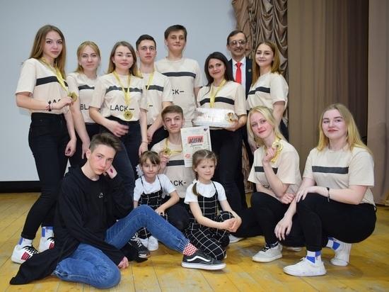 Оленинские КВНщики вернули чемпионский титул посёлку