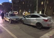 В Волгограде в ДТП пострадали 14-летний пассажир и водитель «Мицубиси»