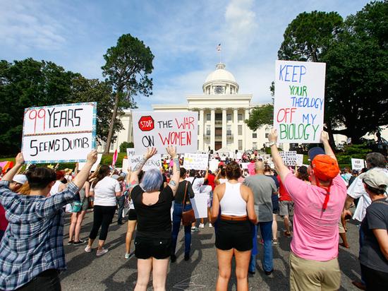 Американские штаты массово принимают законы против абортов