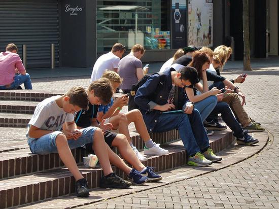 Российские ученые найдут сходство между интернет-зависимостью и алкоголизмом