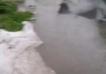 Жители Ессентуков выкладывают в сеть последствия ливня и града